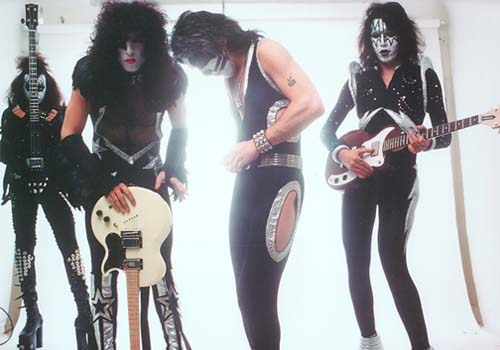 Kiss, 1975